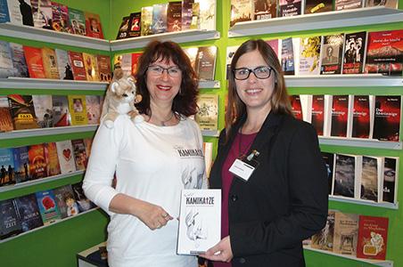 Autorin Kerstin Fielstedde und Lektorin Frau Krüger auf dem Stand des Novum-Verlags, Frankfurter Buchmesse 2015